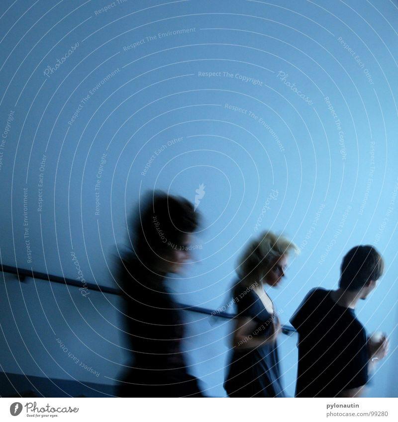 Treppengeister Mensch blau schwarz Menschengruppe grau 3 Geister u. Gespenster Geländer mystisch Erscheinung