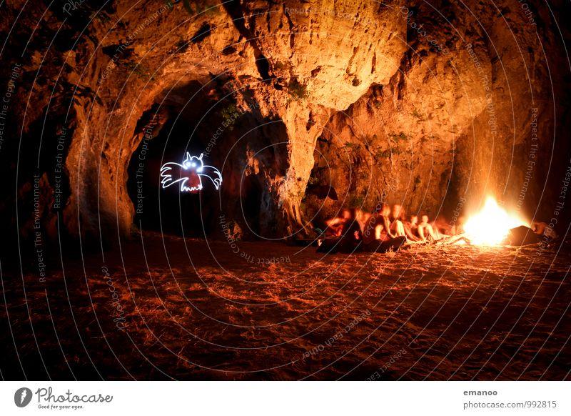 Fledermaushöhle Mensch Ferien & Urlaub & Reisen Jugendliche gelb Wärme Freiheit hell Felsen Freundschaft sitzen Abenteuer Feuer heiß Geister u. Gespenster