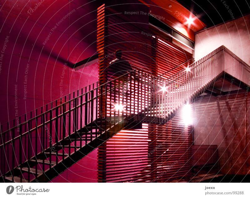 Transparenter Aufstieg Mensch Mann grün blau rot dunkel Wand Mauer Beleuchtung Treppe modern Geister u. Gespenster Geländer Ampel Karriere