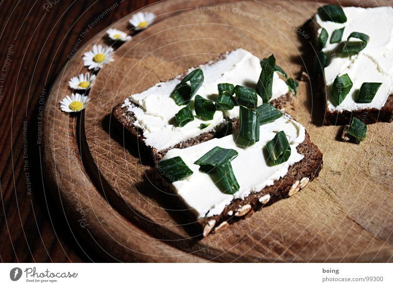 Franz Daniel Pastorius Schnitte Brot leicht Abendessen Gänseblümchen Holzbrett Käse Vesper Mahlzeit Vegetarische Ernährung Belegtes Brot Sofa Kanapee Fingerfood