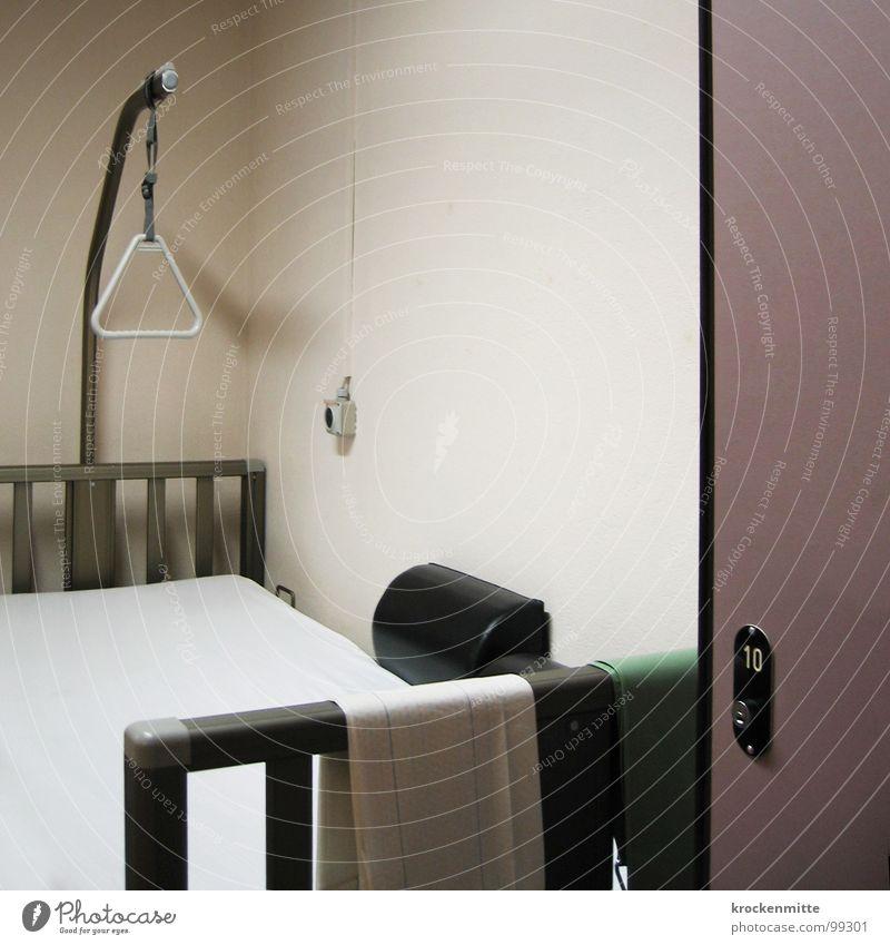 zum Zimmer Zehn Traurigkeit Gesundheit Raum liegen Bett Schmerz Krankenhaus Station 10 ruhen Betreuung Krankenbett Krankenzimmer wehtun