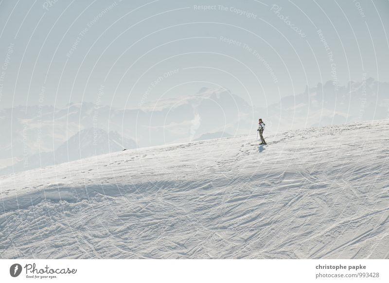 Spuren hinterlassen Mensch Natur Ferien & Urlaub & Reisen Erholung Einsamkeit Landschaft ruhig Ferne Winter kalt Umwelt Berge u. Gebirge Schnee Sport