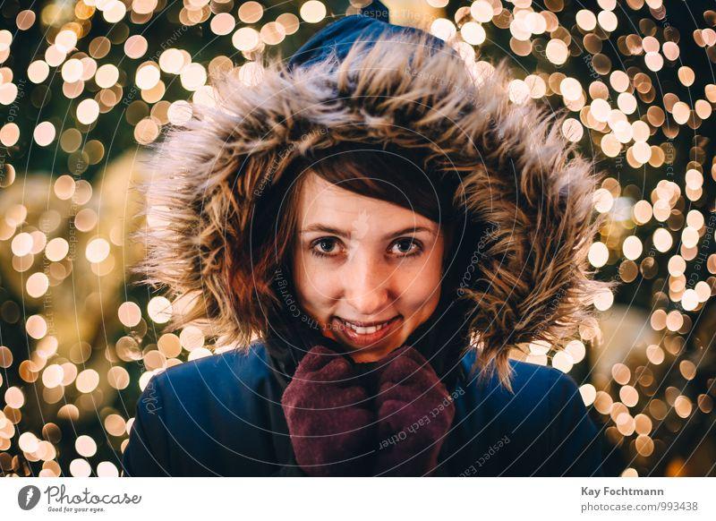 ° Freude Glück Wellness Leben harmonisch Wohlgefühl Zufriedenheit Sinnesorgane Erholung Winter Feste & Feiern feminin Junge Frau Jugendliche 1 Mensch