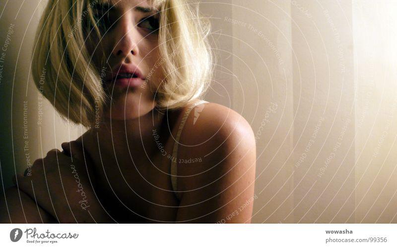 selfportrait Mann Hand Gesicht Kopf Beine blond Zusammensein Arme Haut Trauer Körperhaltung Verzweiflung Knoten Intimität gelenkig