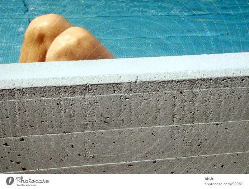 SONNENPLATZ blau Wasser weiß Ferien & Urlaub & Reisen Sommer ruhig Erholung Wand grau Stein Mauer Beine Fuß Linie Schwimmen & Baden liegen