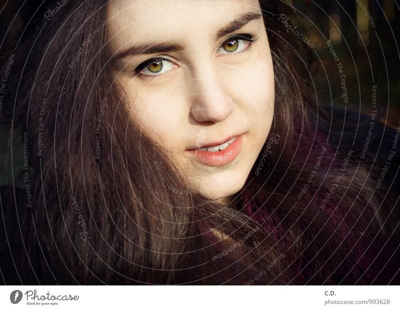 Sylvia IV Junge Frau Jugendliche Kopf Haare & Frisuren Gesicht 18-30 Jahre Erwachsene brünett langhaarig Lächeln Wärme braun violett Vertrauen Warmherzigkeit