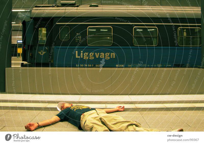 50th - chillen in front of the liggvagn Ferien & Urlaub & Reisen Mann Erholung Berlin Tod maskulin liegen Schilder & Markierungen sitzen stehen warten genießen Ausflug Hinweisschild Eisenbahn schlafen