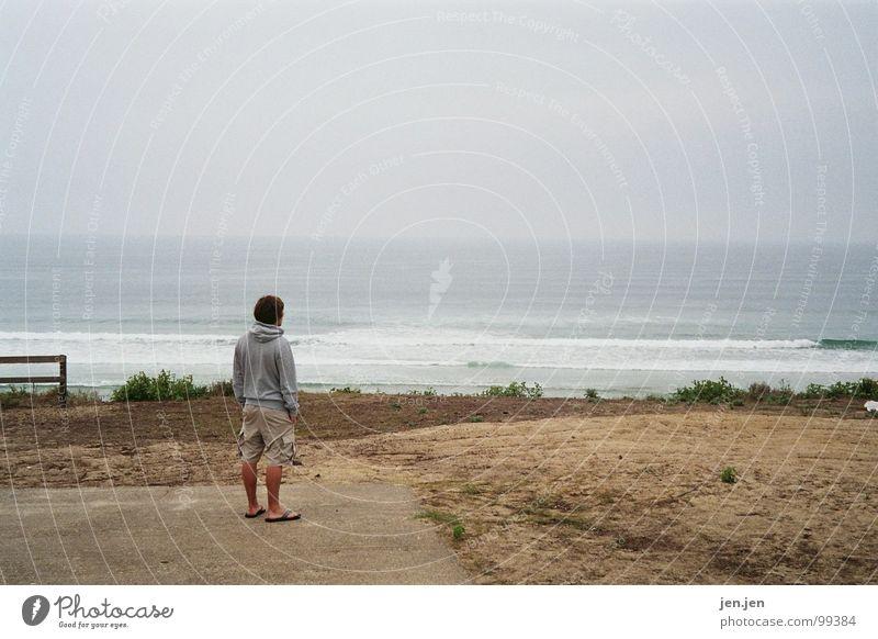 the lonesome man Wasser Meer Strand Ferien & Urlaub & Reisen Einsamkeit Ferne Denken Küste Horizont Frankreich