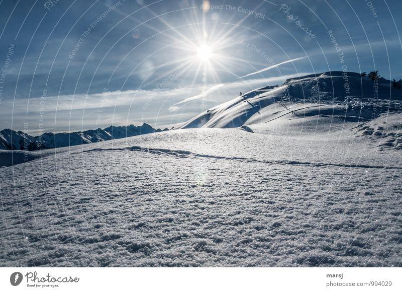 Erst eine Spur! Himmel Natur Ferien & Urlaub & Reisen blau Einsamkeit Landschaft Freude Winter kalt Berge u. Gebirge Schnee Eis Wetter Tourismus authentisch