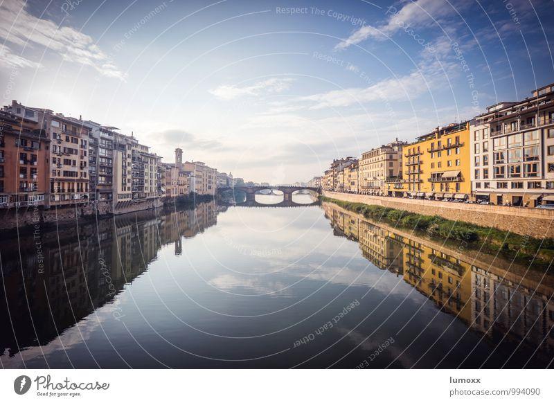 arno Wolken Flussufer Arno Florenz Italien Europa Stadt Stadtzentrum Haus blau braun gelb Farbfoto Außenaufnahme Tag Reflexion & Spiegelung