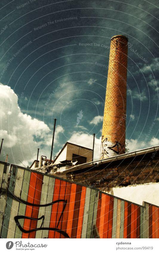 Paint it Black IV Weimar Stadt leer Einsamkeit Tod Haus Fassade Mauer einzigartig Sommer Hinterhof Wolken Holz Demontage Barriere Grundstück vergangen Gelände
