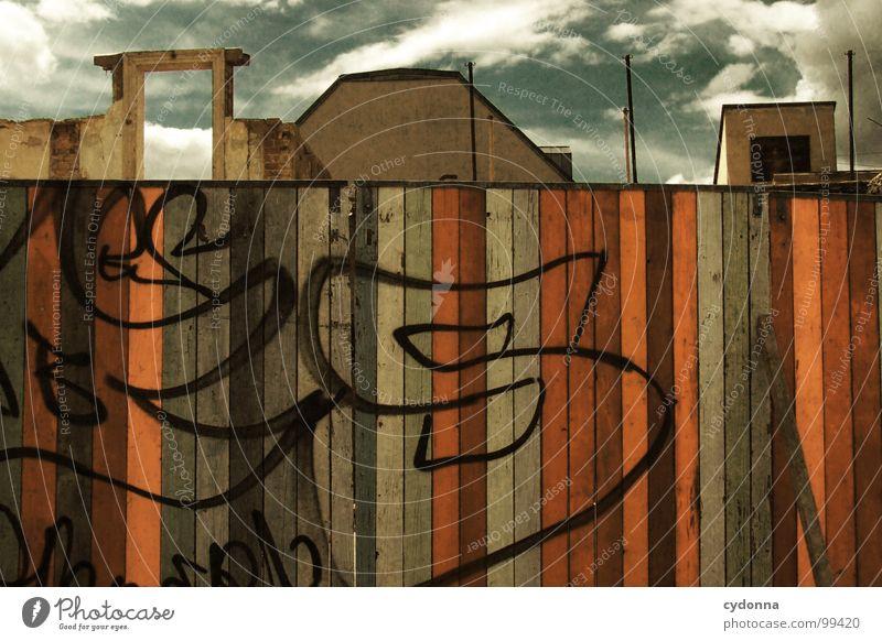 Paint it Black V Weimar Stadt leer Einsamkeit Tod Haus Fassade Mauer einzigartig Sommer Hinterhof Wolken Holz Demontage Barriere Grundstück vergangen Gelände