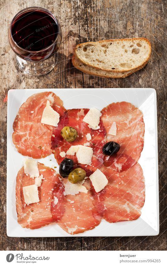 carpaccio rot Gesundheit Lebensmittel Wein gut Holzbrett Brot Teller Backwaren Fleisch Abendessen Scheibe Teigwaren Mittagessen Käse rustikal