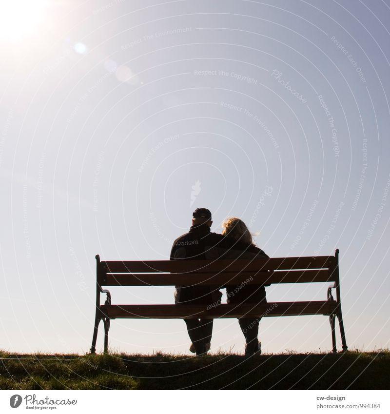 Zweisamkeit Mensch Frau Ferien & Urlaub & Reisen Jugendliche Mann Sommer Junge Frau Junger Mann Erholung Landschaft Ferne Erwachsene Leben Senior Wiese feminin