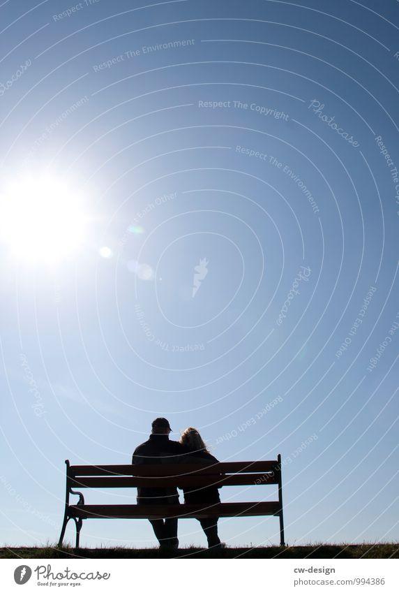 Ausruhende Spaziergänger Mensch Frau Ferien & Urlaub & Reisen Mann Sommer Sonne Erholung ruhig Erwachsene Leben Senior Wiese feminin Freiheit Paar maskulin