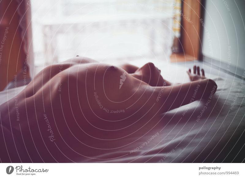 sensual Mensch Frau Jugendliche schön Junge Frau ruhig Erotik 18-30 Jahre Erwachsene Leben Gefühle feminin liegen Zufriedenheit Körper Haut