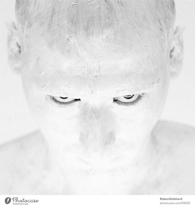 white in white Mann weiß Farbe schwarz Gesicht Auge Haut Wut Ärger Körpermalerei Porträt