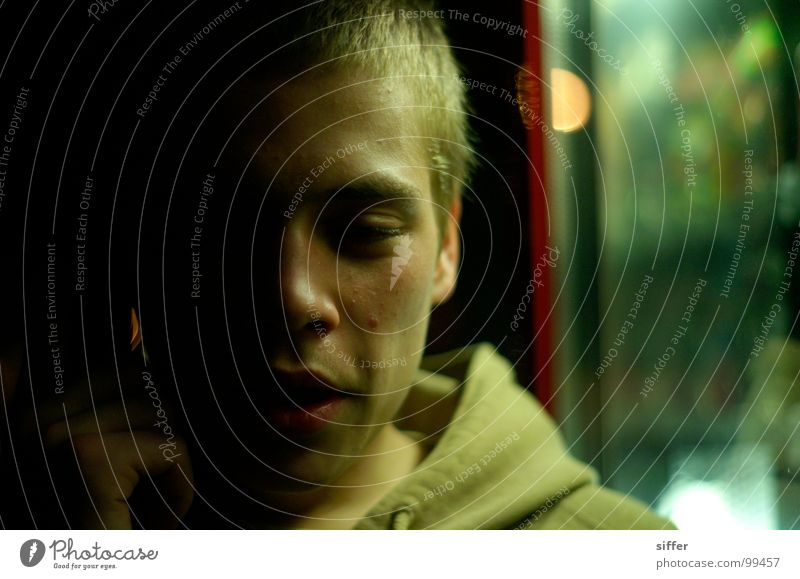 washout juli Juli dunkel gelb Mann Rausch Körperhaltung unsozial Silhouette Hand Pullover Alkoholisiert Absturz Bla Vertrauen Schwäche Jugendliche julian