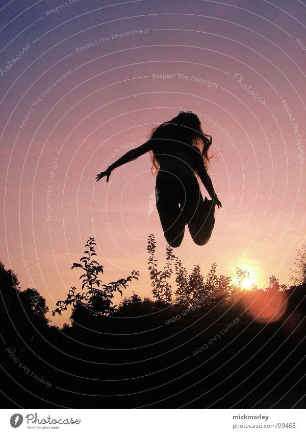 jumpin jacky springen jauchzen hüpfen Sonnenuntergang Sonnenaufgang mehrfarbig Leben Gummi seilhüpfen Freude hüpfburg Farbe lachen Bewegung Seil waldtant Tanzen