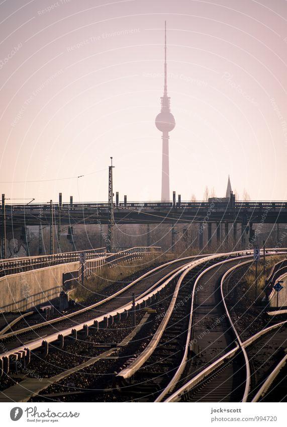 lautlos taktlos Himmel Sommer Prenzlauer Berg Brücke Sehenswürdigkeit Wahrzeichen Berliner Fernsehturm S-Bahn Schienennetz Linie Bekanntheit frei glänzend