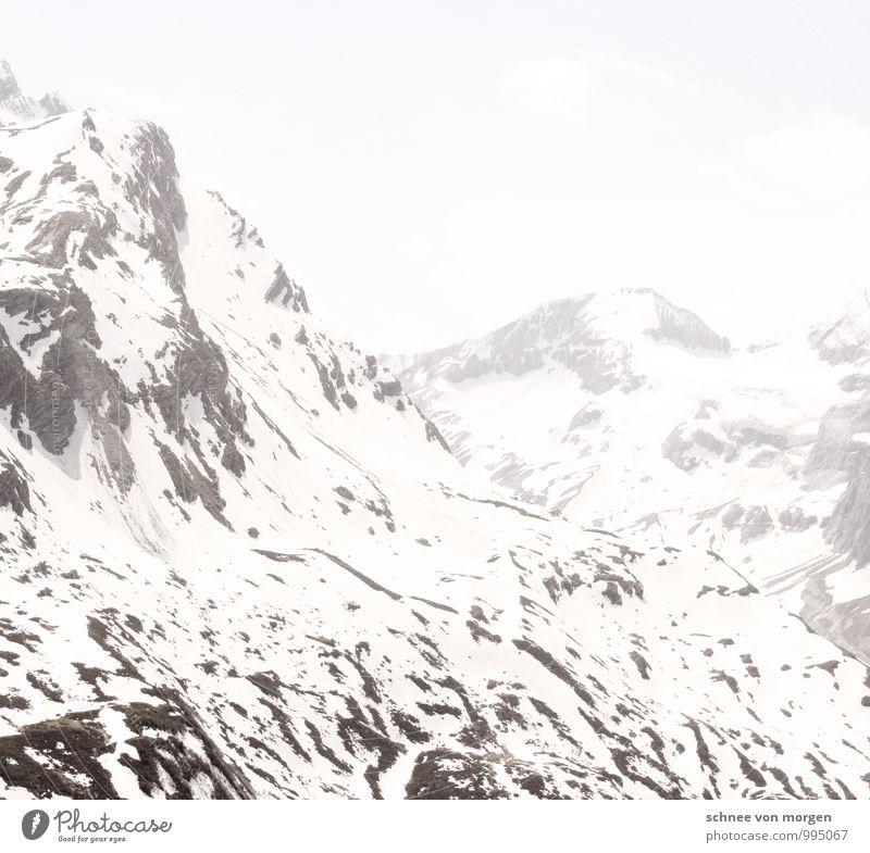 Höhenluft Natur weiß ruhig Ferne schwarz Berge u. Gebirge Umwelt Schnee Felsen Eis Schneefall Luft Klima Urelemente Gipfel Frost