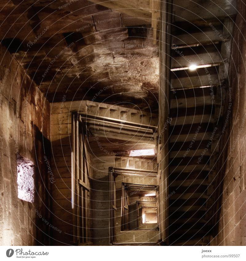 Wo ist Rapunzel? II dunkel Holz Angst Treppe Niveau Turm fallen Unendlichkeit verfallen historisch tief Leiter Geländer Panik
