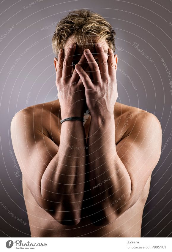 Ich bin nicht da! Lifestyle elegant Stil maskulin Junger Mann Jugendliche 18-30 Jahre Erwachsene blond kurzhaarig Denken Traurigkeit natürlich dünn sportlich
