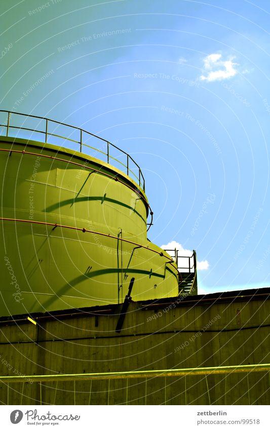 Kessel Himmel Wolken Industrie Fabrik Turm Handwerk Erdöl Gas Geländer Topf Tank Silo Erdgas Handarbeit Kühlturm