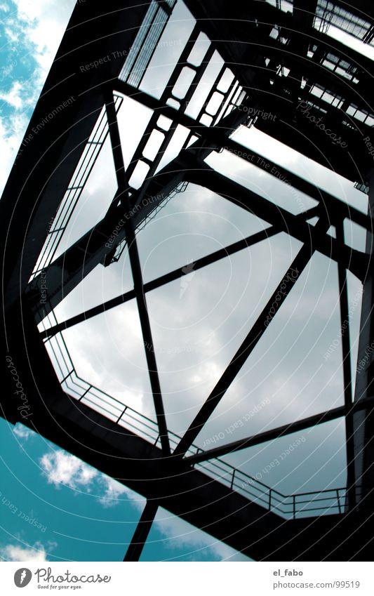 hamburg - herz aus stahl || Stahl Eisen Froschperspektive streben groß Wolken Himmel Metall Detailaufnahme Bildausschnitt Anschnitt Stahlkonstruktion