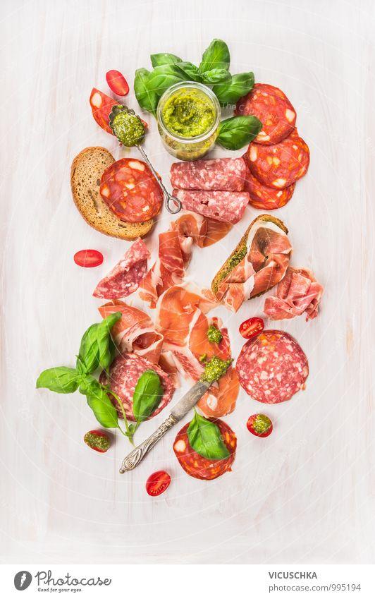Kalte italienische Fleisch Platte Stil Lebensmittel Foodfotografie Design Ernährung Kräuter & Gewürze Bioprodukte mediterran Brot Fleisch Messer Diät Mittagessen Festessen Mischung Löffel