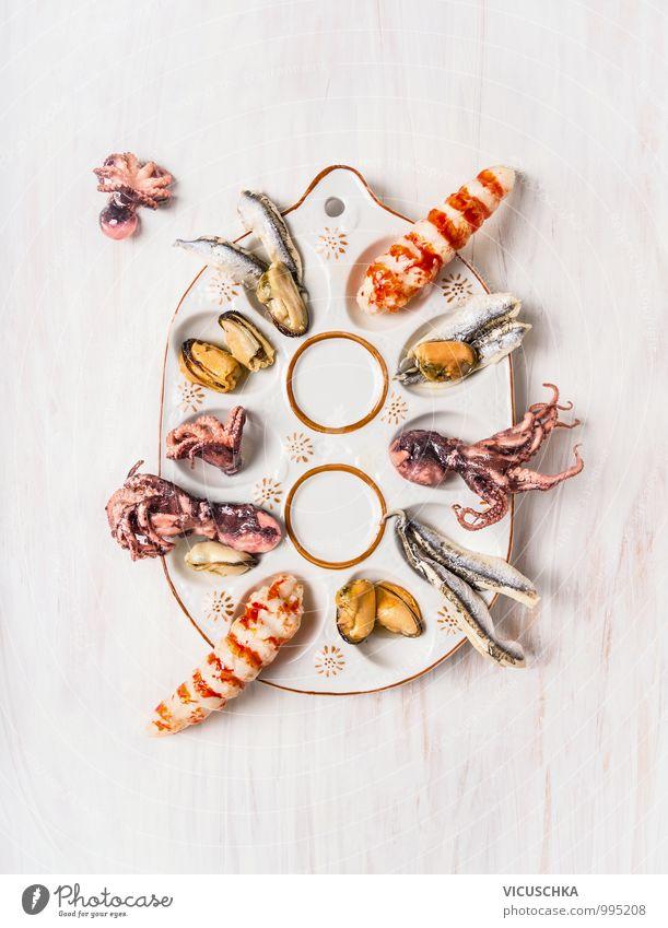 Meeresfrüchte in rustikaler Fingerfood Platte Lebensmittel Fisch Ernährung Mittagessen Büffet Brunch Festessen Bioprodukte Vegetarische Ernährung Diät Teller