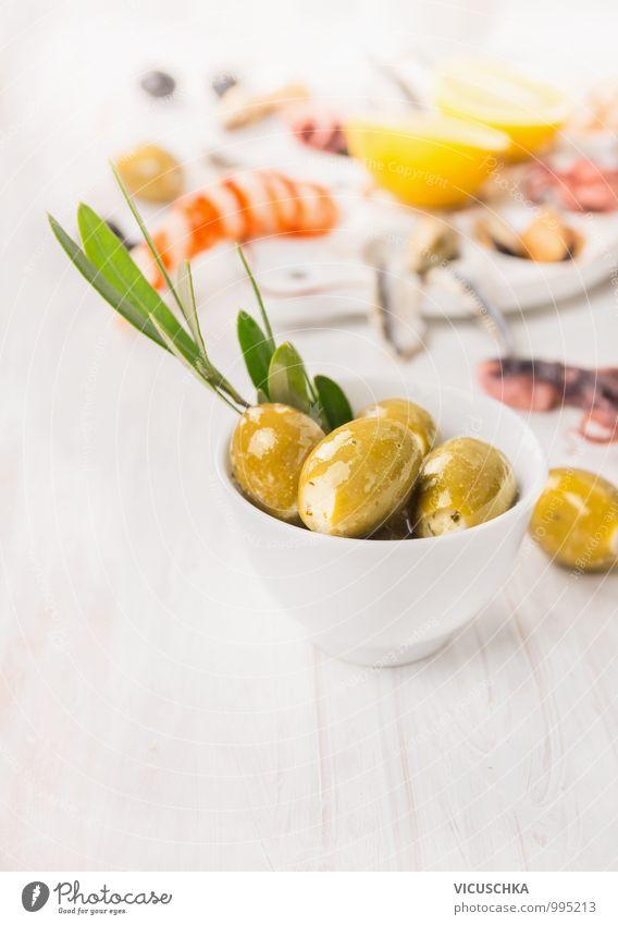 Oliven mit Käse und Olivenzweig Lebensmittel Gemüse Kräuter & Gewürze Öl Ernährung Mittagessen Bioprodukte Vegetarische Ernährung Diät Geschirr Stil Sommer