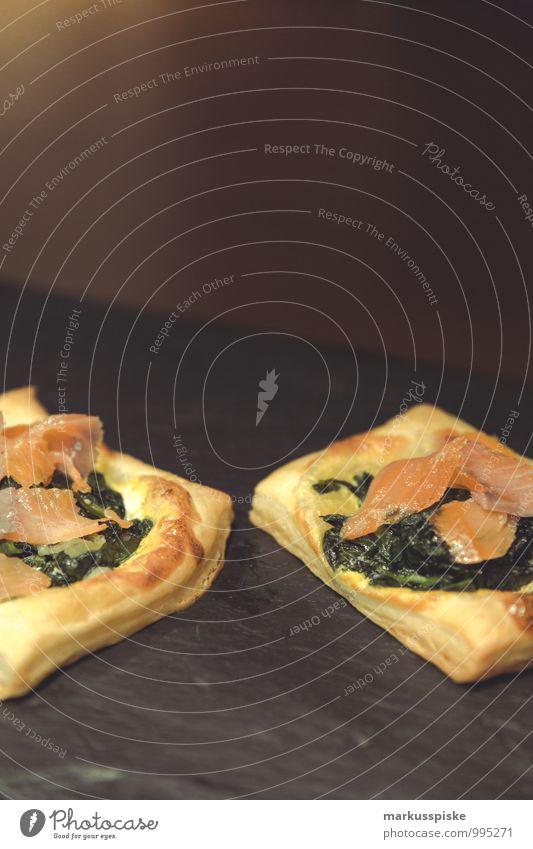 blätterteigtaschen mit spinat und räucherlachs Lebensmittel Fisch Teigwaren Backwaren Kräuter & Gewürze Öl Räucherlachs Spinat Spinatblatt Blätterteig Ernährung