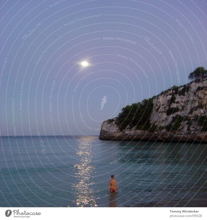danach war sie weg Meer See Mondschein Reflexion & Spiegelung Frau Einsamkeit ruhig Strand Spanien Küste Sandstrand Wellen Gischt Ferien & Urlaub & Reisen