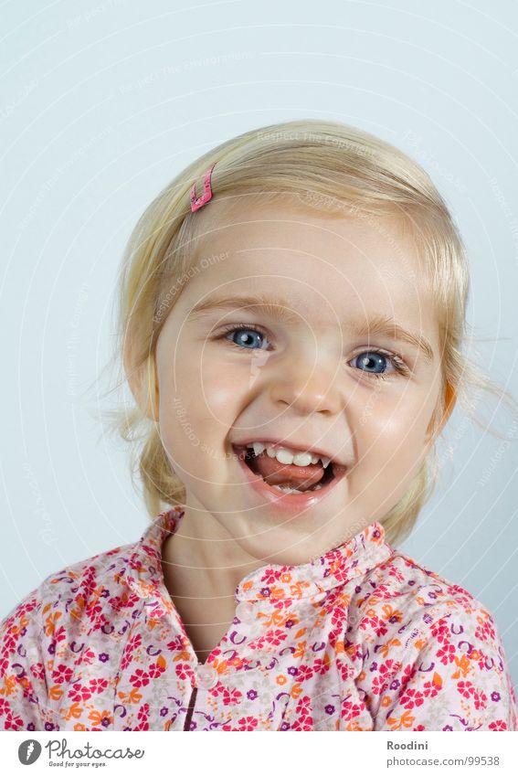 milchzähnchen Kind Mädchen Kleinkind süß niedlich Kindergarten Junge Fröhlichkeit Unbekümmertheit Porträt klein ungeheuerlich Ärger Gesichtsausdruck rotzig