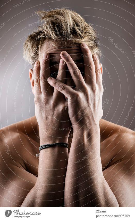 Erster Arbeitstag elegant maskulin Junger Mann Jugendliche 30-45 Jahre Erwachsene Haare & Frisuren blond kurzhaarig Denken festhalten schreien Traurigkeit