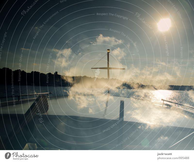 kleines Traumschiff Bootsfahrt Wolken Schönes Wetter See Binnenschifffahrt Schiffsbug Kreuz maritim Stimmung Geborgenheit Freiheit Warmes Licht Doppelbelichtung