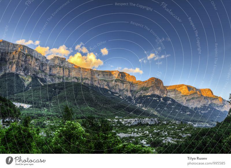 Brennende Hügel schön Berge u. Gebirge Umwelt Natur Landschaft Himmel Wolken Felsen natürlich blau grün rot weiß Farbe Beautyfotografie Aussicht beeindruckend