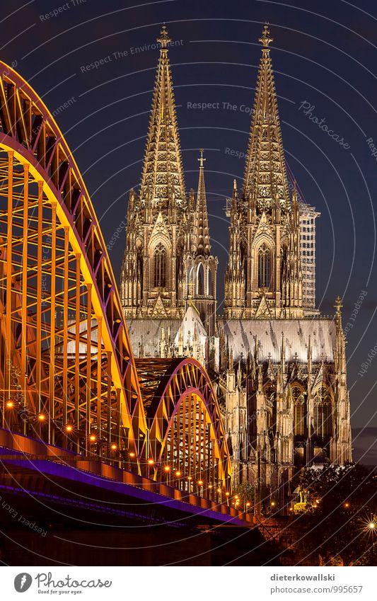 Kölner Dom Architektur Kirche Sehenswürdigkeit Glaube Religion & Glaube Farbfoto Außenaufnahme Abend Dämmerung Nacht Starke Tiefenschärfe