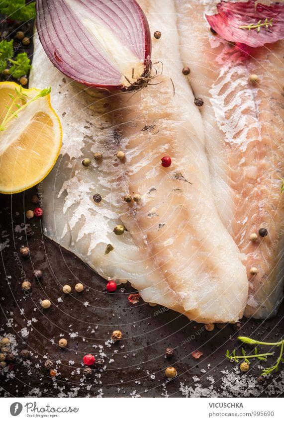 Zander Fisch Filet mit Salz und Gewürzen Lebensmittel Gemüse Kräuter & Gewürze Öl Ernährung Mittagessen Festessen Stil Design Gesunde Ernährung Fitness Duft