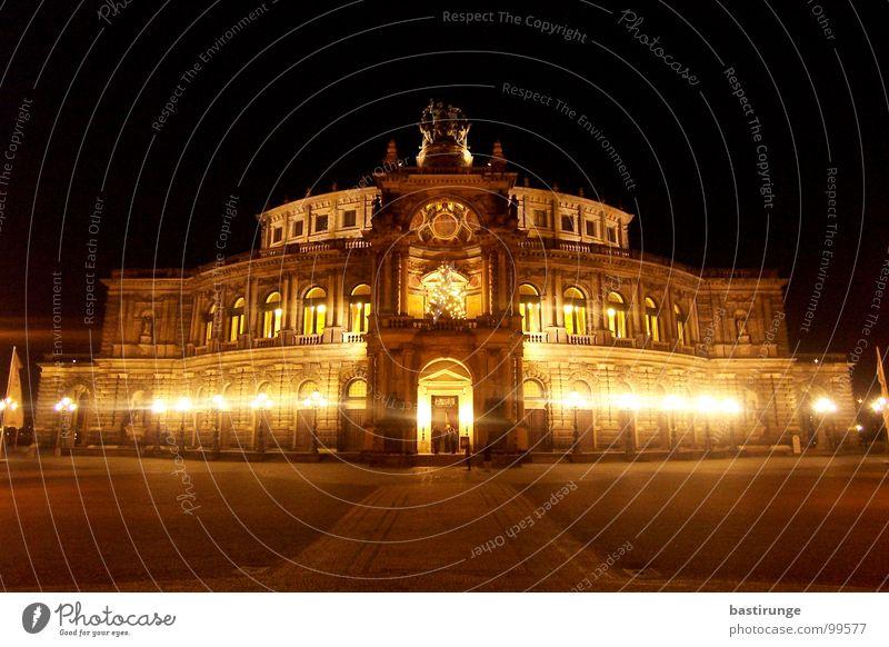Semperoper Dresden Hauptstadt Sachsen Nacht Brauerei dunkel Licht Wahrzeichen Denkmal Oper Lichterscheinung Architektur
