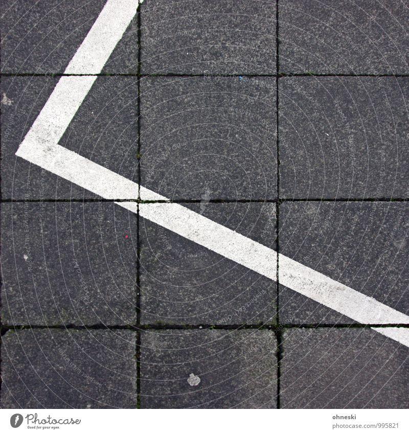 White Stripes Straßenverkehr Autofahren Fußgänger Wege & Pfade Bürgersteig Parkplatz Linie Pfeil Streifen grau Farbfoto Gedeckte Farben Außenaufnahme abstrakt