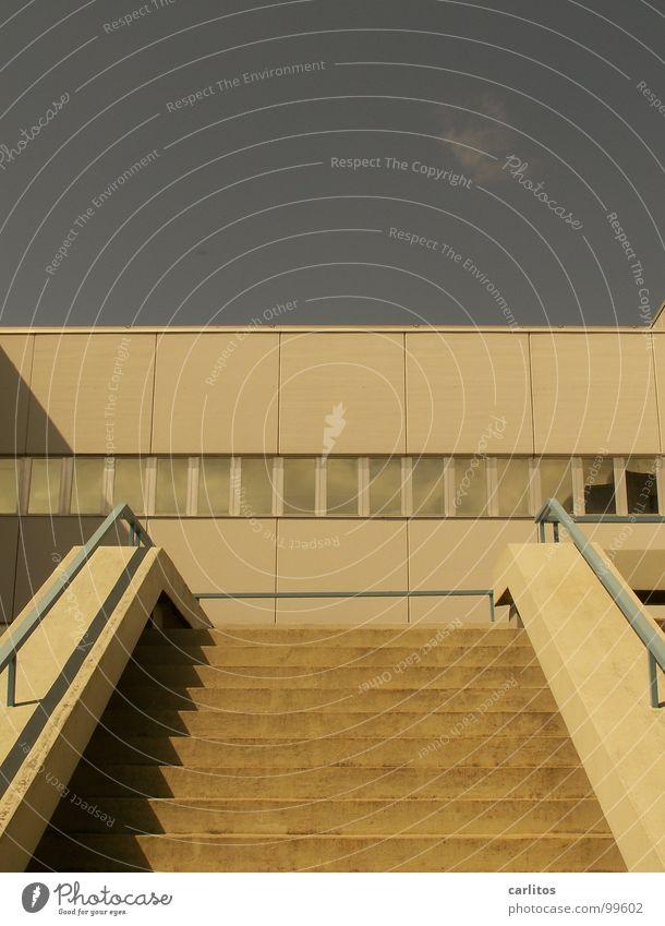 es geht aufwärts ... Architektur Arbeit & Erwerbstätigkeit Treppe Beton Erfolg Geländer Gastronomie Karriere aufsteigen Lebenslauf Wirtschaftswachstum
