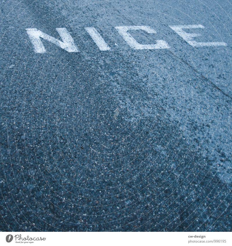 NICE Architektur Verkehr Verkehrswege Straßenverkehr Wege & Pfade Zeichen Schriftzeichen Schilder & Markierungen Hinweisschild Warnschild Verkehrszeichen kalt