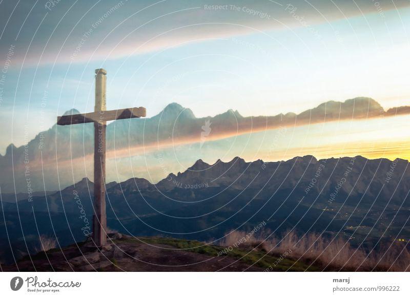 außergewöhnlich | diese Erscheinung Natur Horizont Sonnenaufgang Sonnenuntergang Sonnenlicht Alpen Berge u. Gebirge Dachsteingruppe Gipfel Zeichen Kreuz