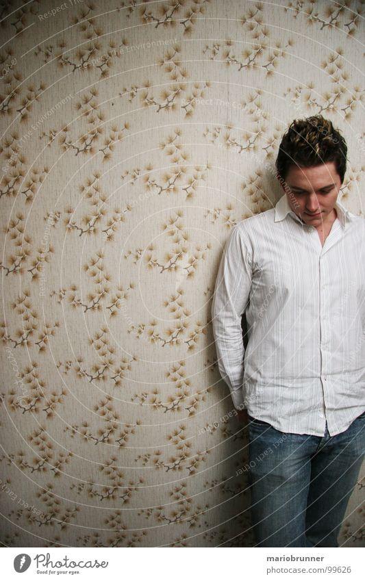 haus der oma 03 Mann weiß Wand Gefühle Denken retro Jeanshose Tapete Hemd