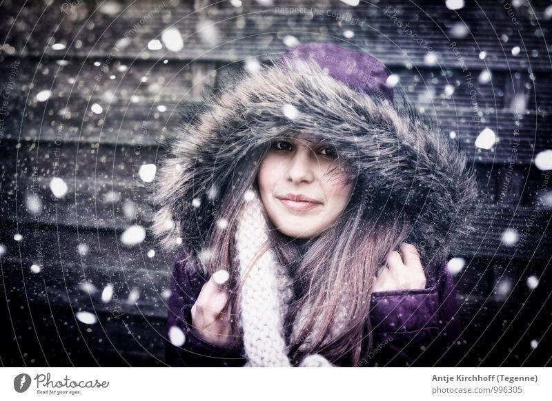 Let it Snow... Mensch feminin Kind Mädchen Junge Frau Jugendliche Schwester 1 13-18 Jahre Wind Sturm Schnee Schneefall Jacke Pelzmantel Fell Schal brünett
