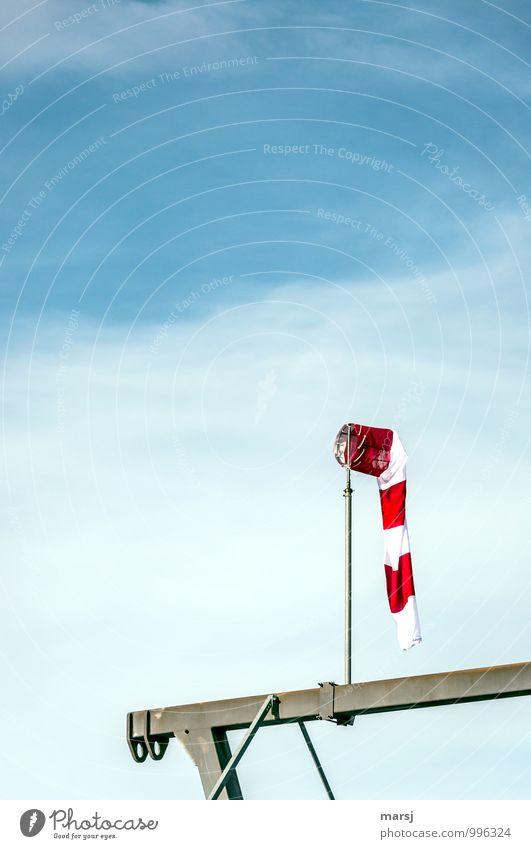 Totale Flaute Himmel Wolken Wetter Schönes Wetter Luftverkehr Windsack Streifen leuchten einfach blau rot gestreift rot-weiß-rot flau schlaff Windstille Anzeige