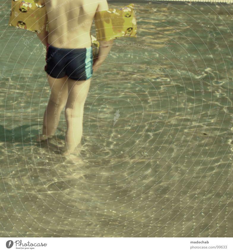 DAMALS Mensch Kind Wasser Ferien & Urlaub & Reisen Sommer Freude Erholung Junge Wärme Wellen Freizeit & Hobby Rücken laufen nass Schwimmen & Baden retro
