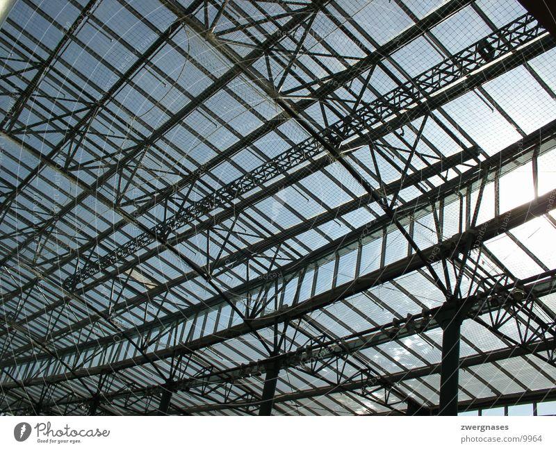 Stahldach Neue Mitte Oberhausen Nordrhein-Westfalen Glasdach Gitter Konstruktion Eisen Architektur Einkaufzentrum Perspektive